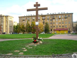 Поклонный крест на Фарфоровском кладбище. Фото И.В. Попова, 7.Х.2012 года.