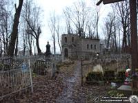 Петропавловская церковь кладбища. Вид от главного входа. Фото Н.В. Лаврентьева, 11.ХII.2011 года.