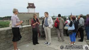Экскурсия в крепости. Фото Е.В. Лаврентьевой, 25.VII.2012 года.