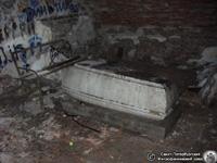 Петропавловская церковь кладбища: усыпальница Орловых. Фото Н.В. Лаврентьева, 11.ХII.2011 года.
