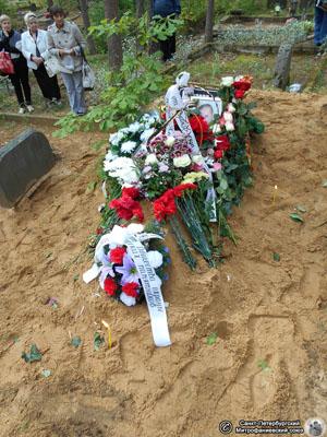 Могила на кладбище Рийгикюла. Фото Н. В. Лаврентьева, 02.IX.2015 г.