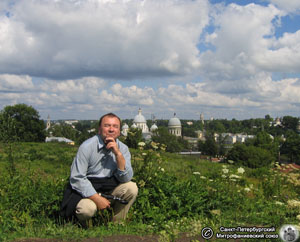 >Ю. М. Пирютко в Торжке Тверской области. Фото Н. В. Лаврентьева, 06.VIII.2006 года.