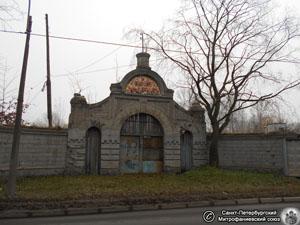 Ворота Громовского старообрядческого кладбища. Фото Н. В. Лаврентьева, ноябрь 2015 года.